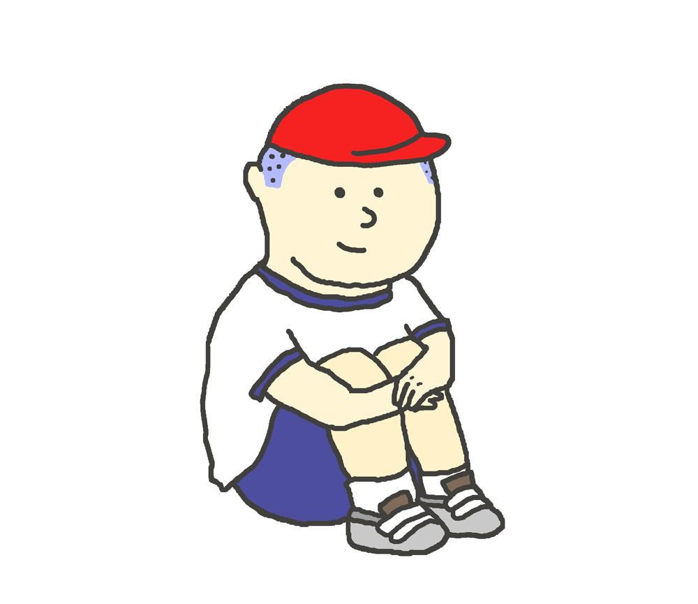 体操着を着て体育すわりをする男の子