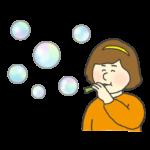シャボン玉を吹いて遊ぶ女の子のイラスト